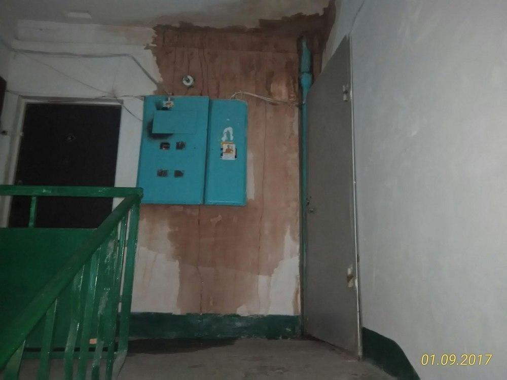 Из-за халатности УК затопило квартиры и проводку в многоэтажке на юге Волгограда
