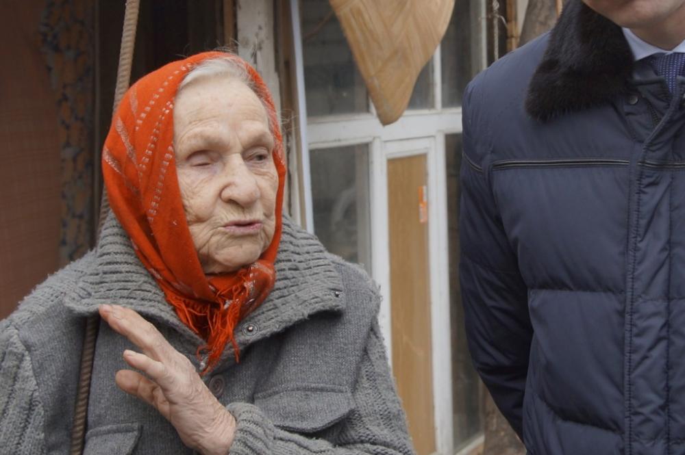 Волгоградские волонтеры заморозили собранные деньги для 90-летней ветерана из сарая