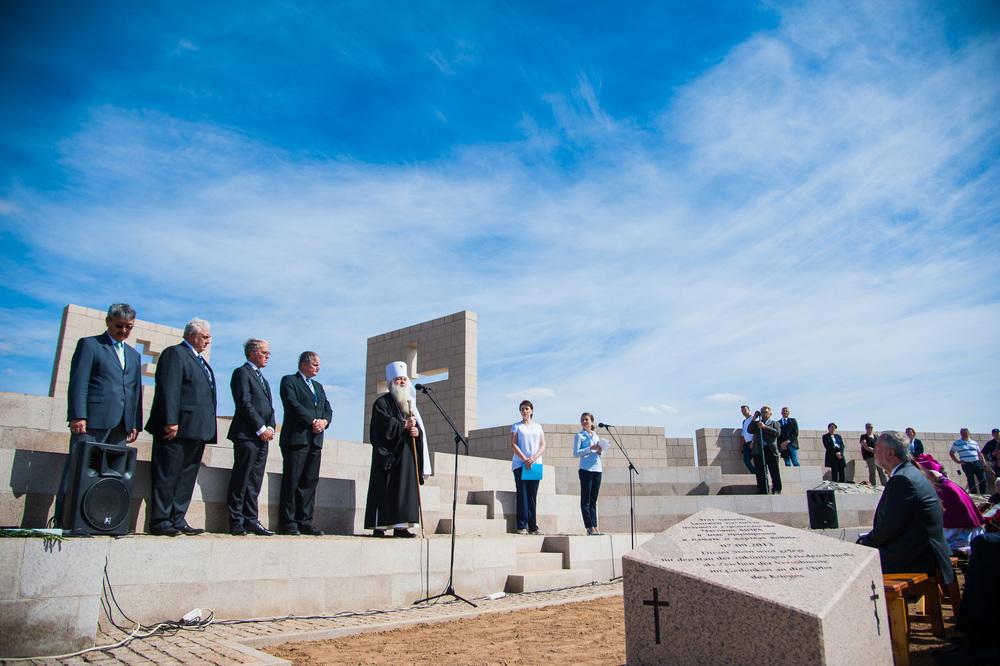 Немецкий посол Рюдигер фон Фрич открыл «Часовню Мира» на кладбище в Россошках