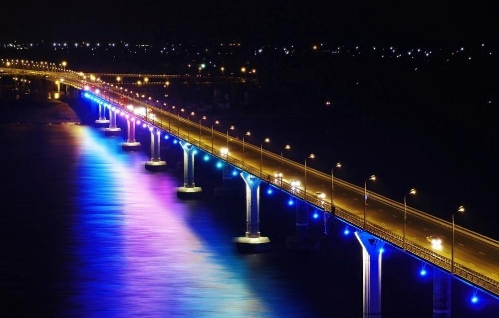 На «танцующем мосту» светом сыграют мелодии военных лет