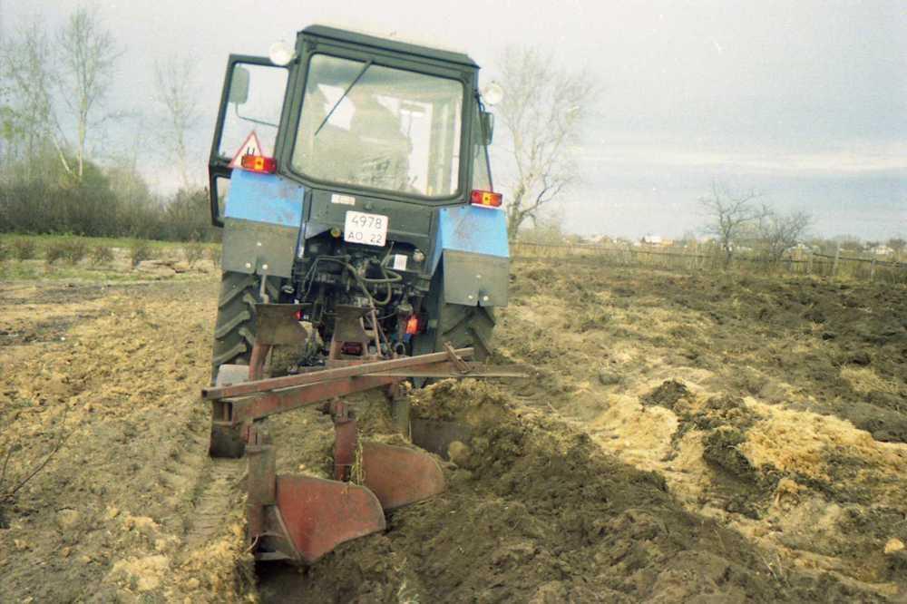 Под Волгоградом на поле обнаружено тело девушки в полиэтилене