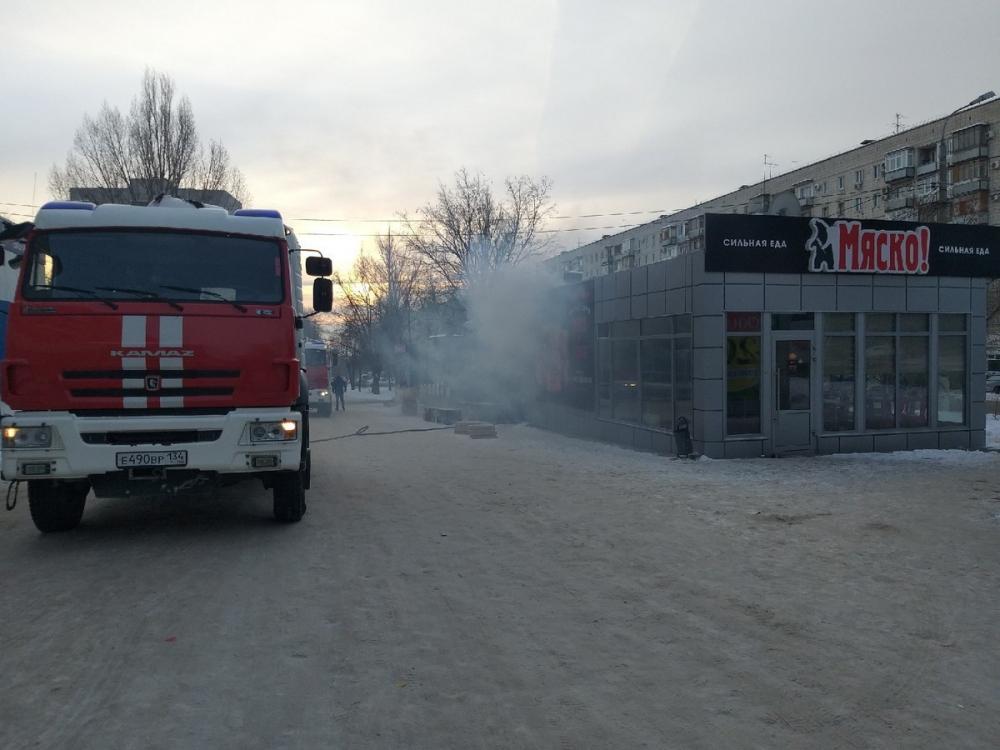 Пожар произошел на рынке в Волгограде