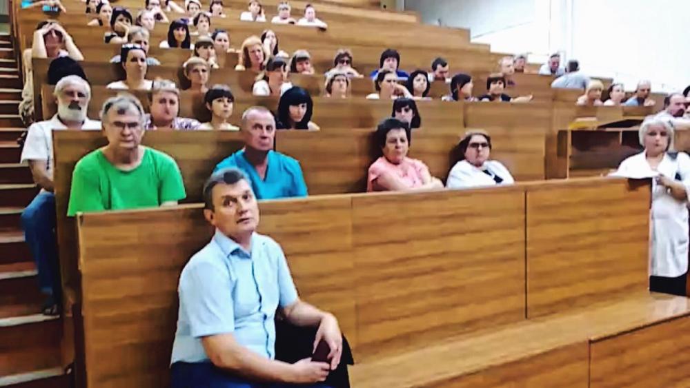 Обвиняемых в подмене органов погибшей роженицы врачей хотят вернуть к работе в Волгограде