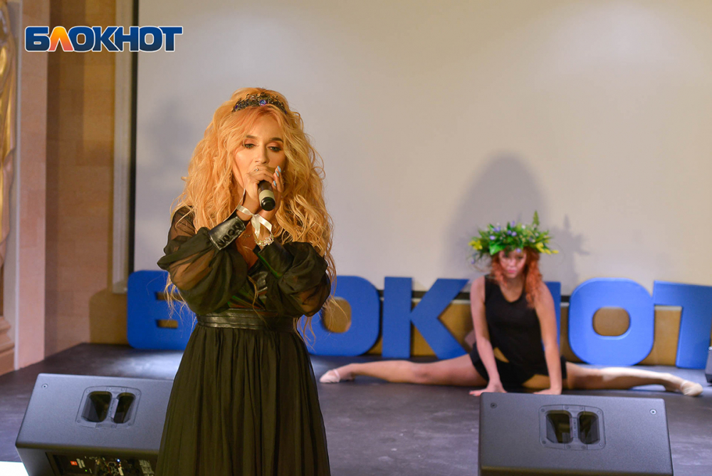 Кексы и песни про любовь: как боролись за 100 тысяч рублей участницы «Мисс Блокнот Волгоград – 2019»