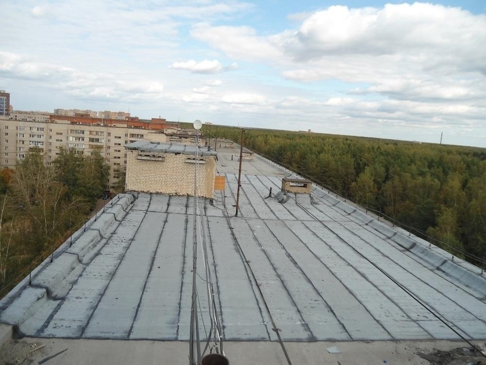 При капремонте крыши в Волгограде с 9-этажки сорвался рабочий