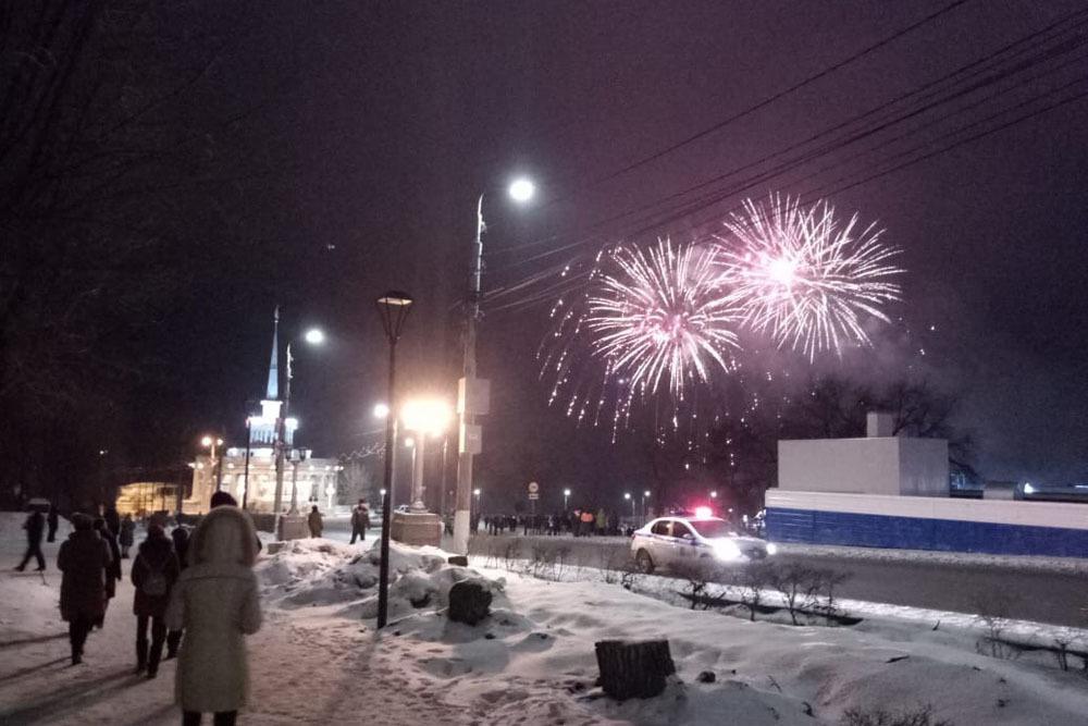 Салют в 30 залпов прогремит на набережной Волгограда 23 февраля
