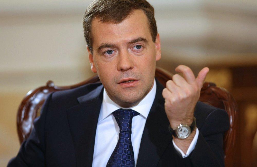 Дмитрий Медведев призвал очистить партию от случайных людей