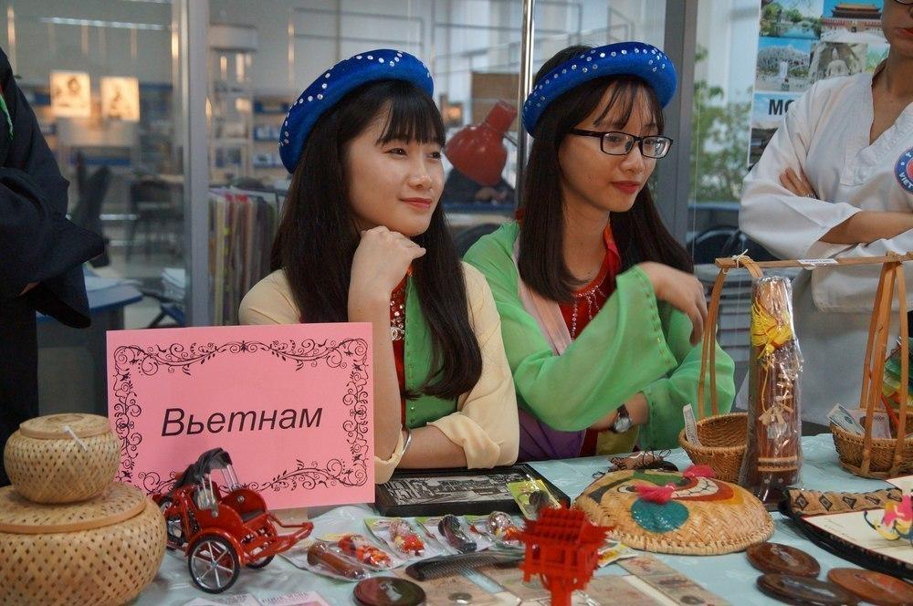 Экзотические красавицы из Азии, Африки и Востока приняли участие в фестивале в Волгограде