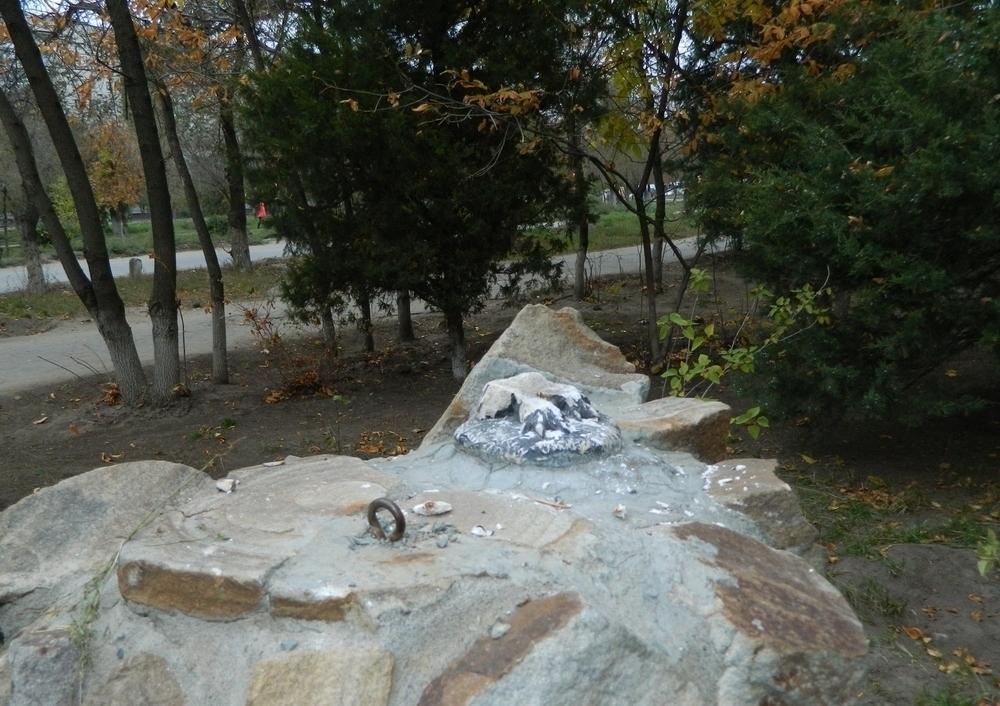 В Волгограде у коллежда имени В.И. Вернадского украли памятник