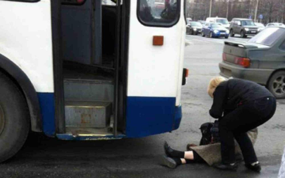 На севере Волгограда троллейбус переехал женщину-пешехода