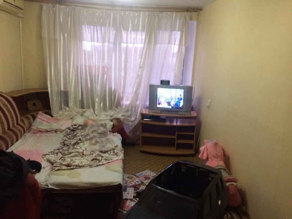В Волгограде нашли мать, бросившую ребенка в запертой  квартире