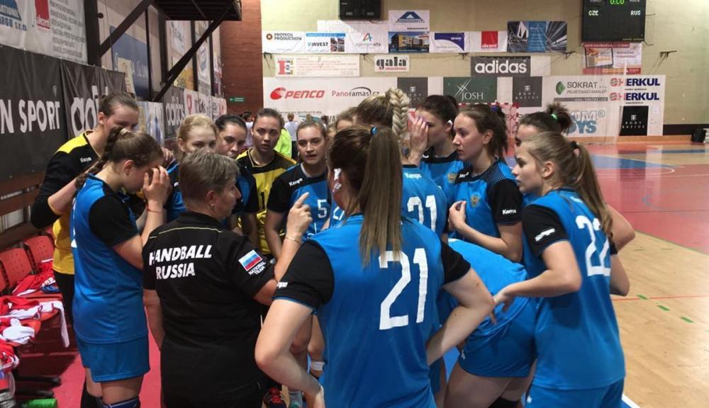 Тренер гандбольного «Динамо» остался без волгоградок