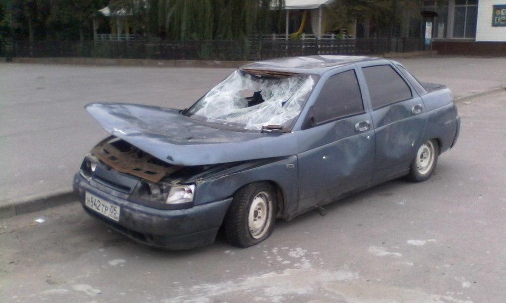 На севере Волгограда ищут хозяина «покалеченной» ВАЗ-2110