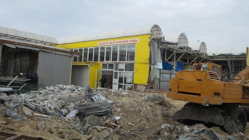 В Волгограде тяжелая техника крушит Тракторозаводский рынок