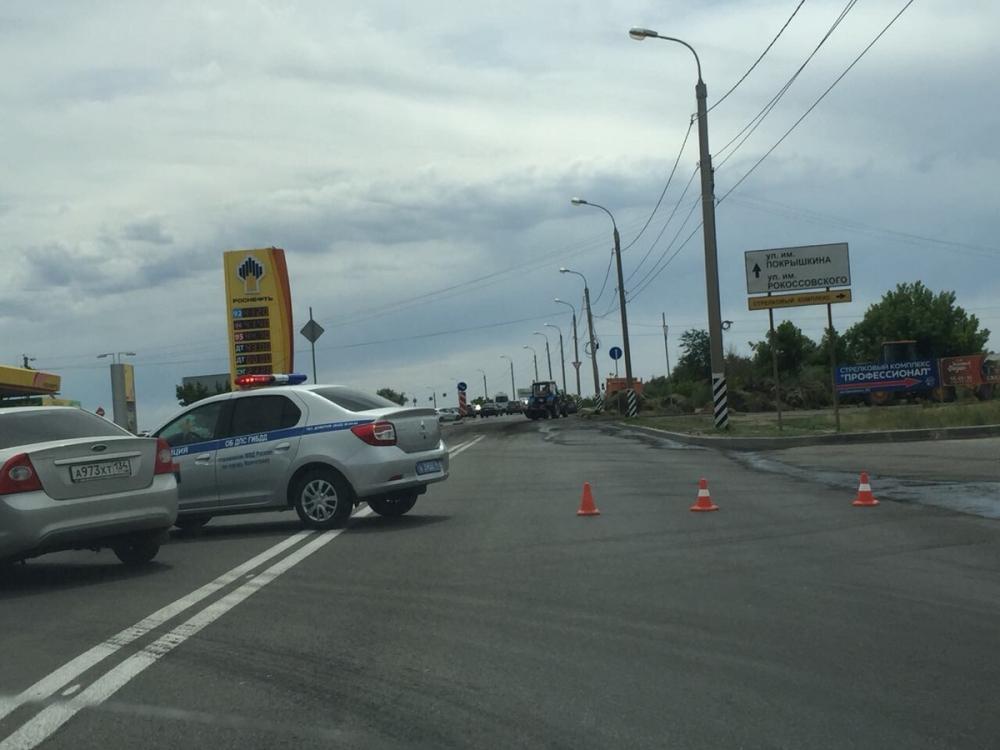 Фура с сеном вспыхнула у автозаправки в Волгограде