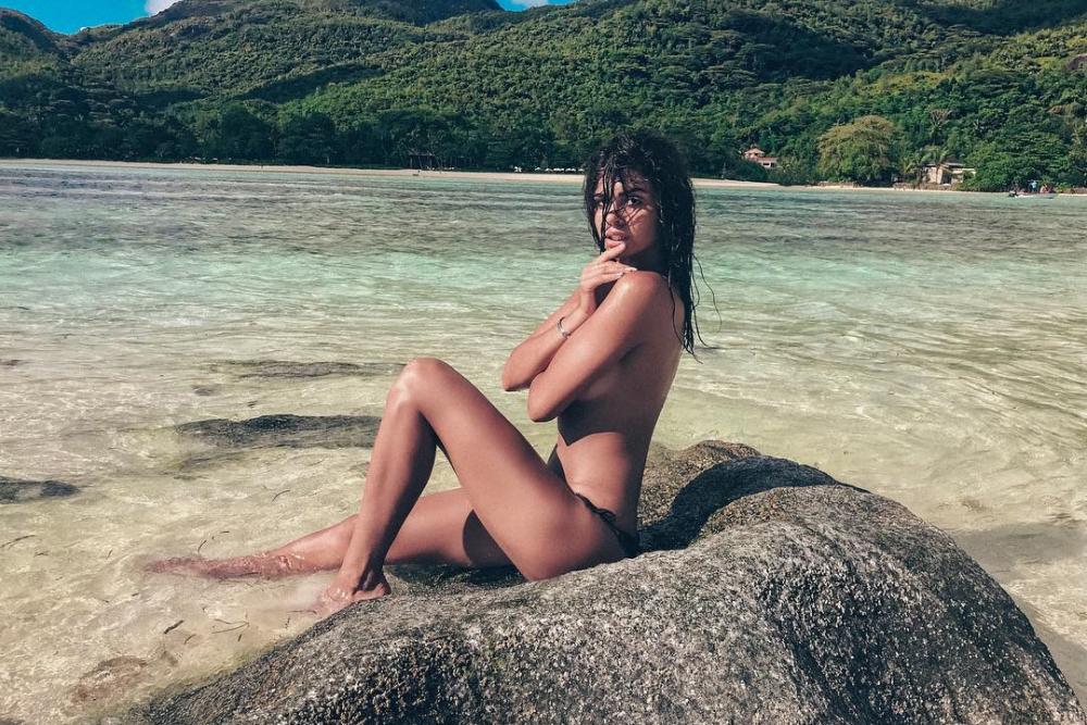 Ты же мать: Алиану Устиненко раскритиковали за фото топлесс в инстаграм