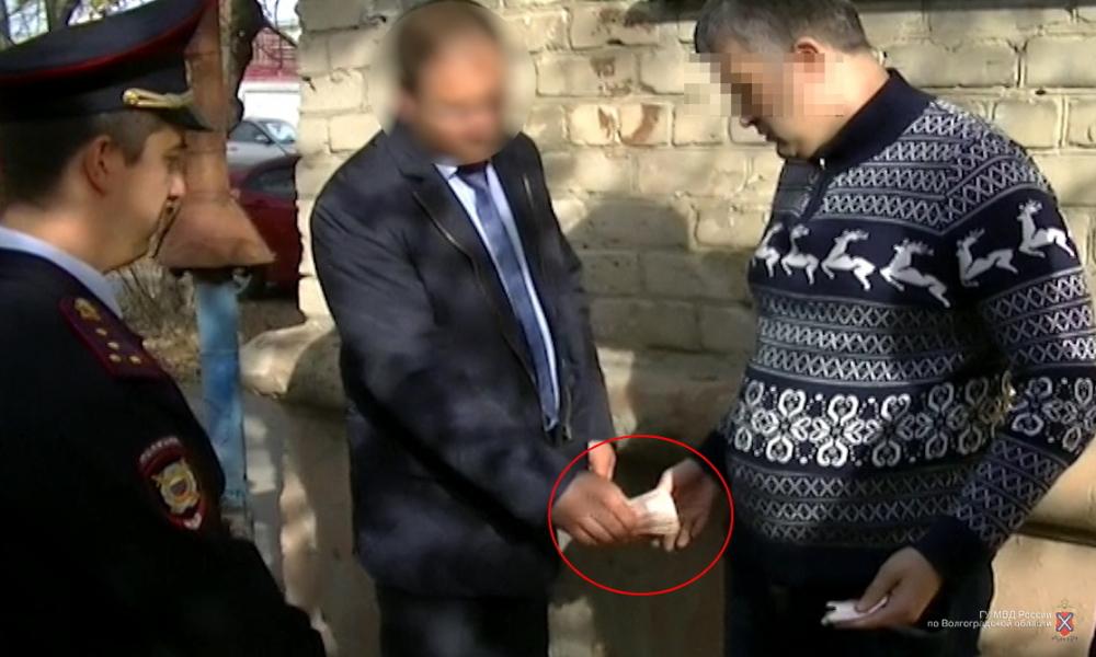Сотрудник Ростехнадзора задержан в Волгограде за взятку