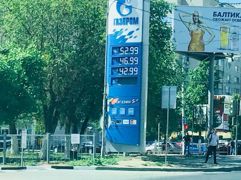 Чиновники разглядели падение цен на бензин в Волгограде