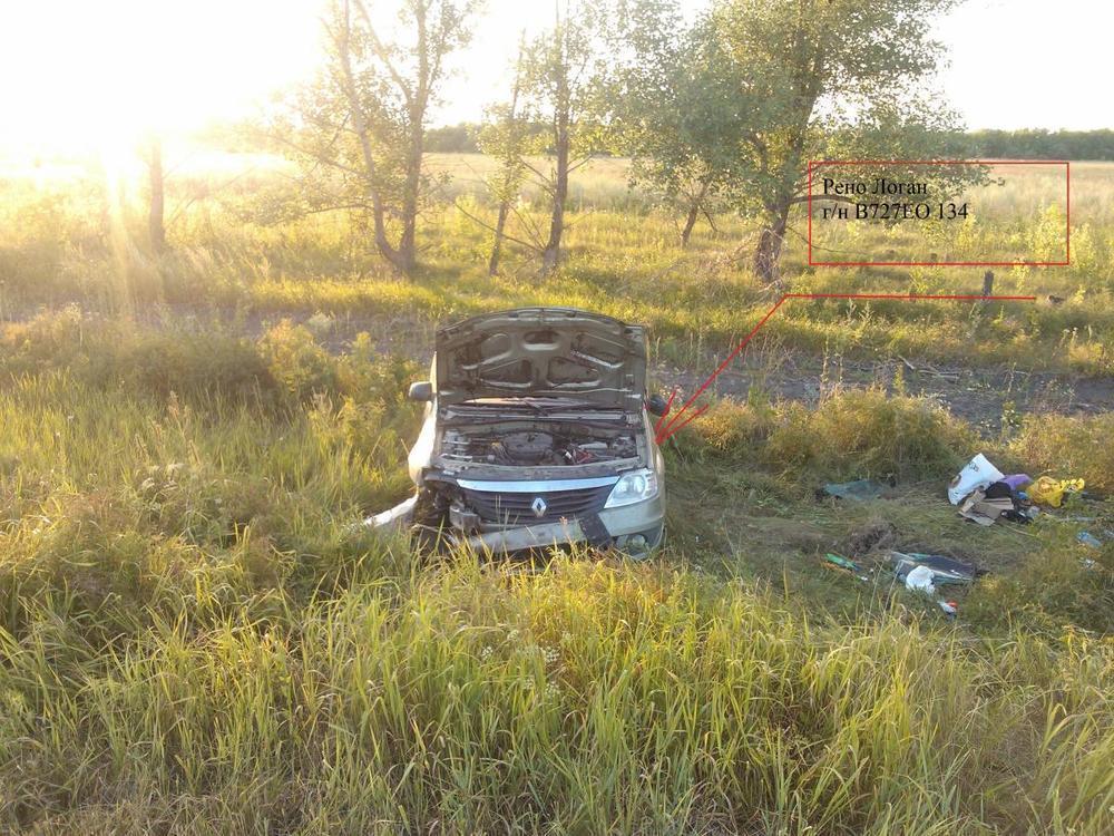 В ДТП под Волгоградом перевернулся Renault: 1 погиб, 2 пострадали