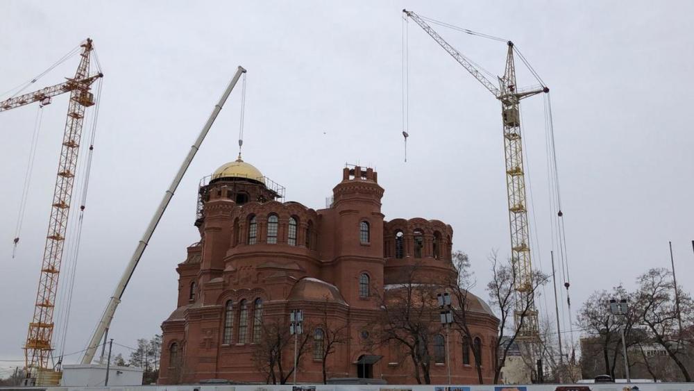 Золотым куполом засиял собор Александра Невского на площади Павших борцов