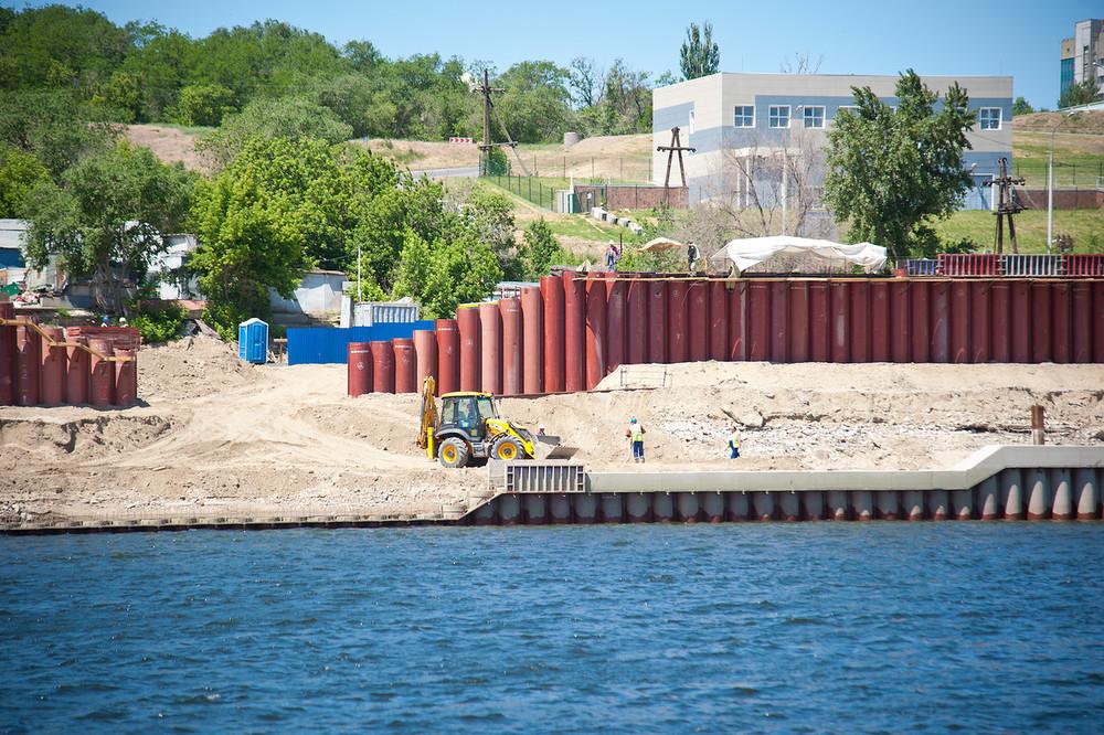 Берегоукрепление у «Волгоград Арена» выполнено на 65%
