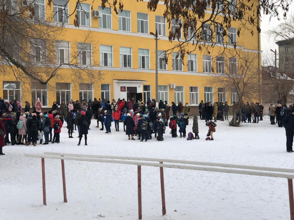 Массовая эвакуация в 17 школах Волгограда