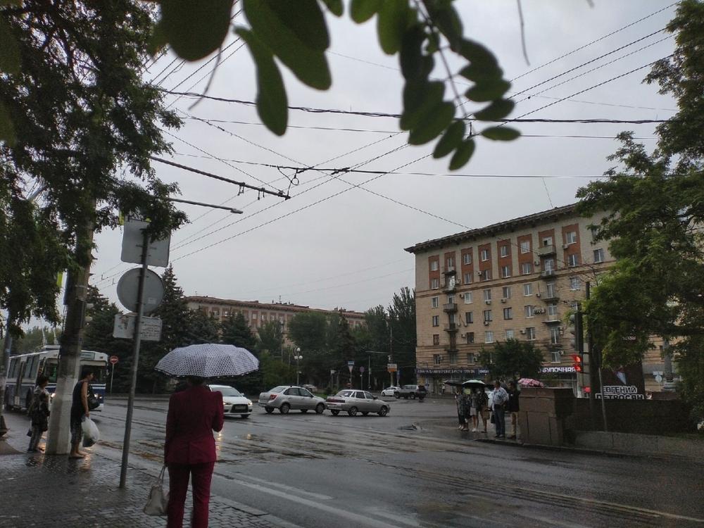 Снова здравствуйте: в Волгоград вернулись дождь и гроза