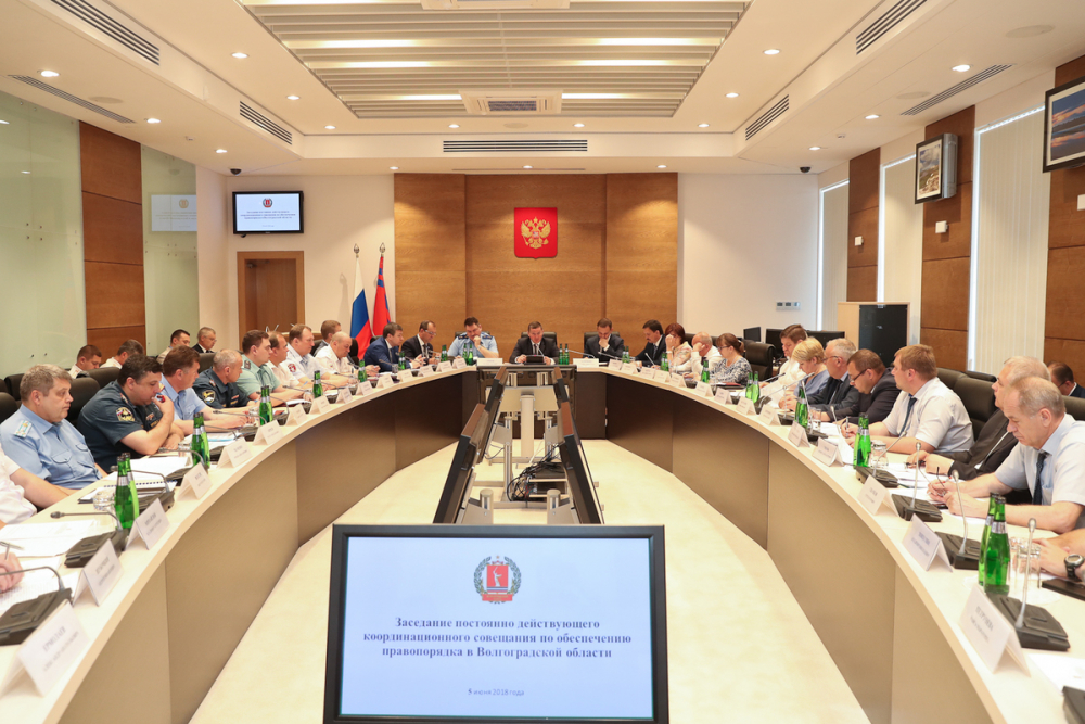 Губернатор Андрей Бочаров пожаловался в прокуратуру на дорогой бензин