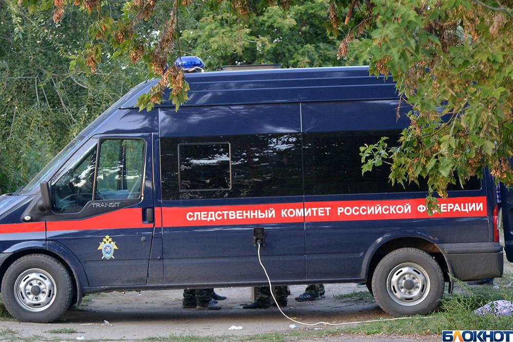 Трое мужчин убили соседа в Волгоградской области из-за крупной суммы денег, которую он носил с собой