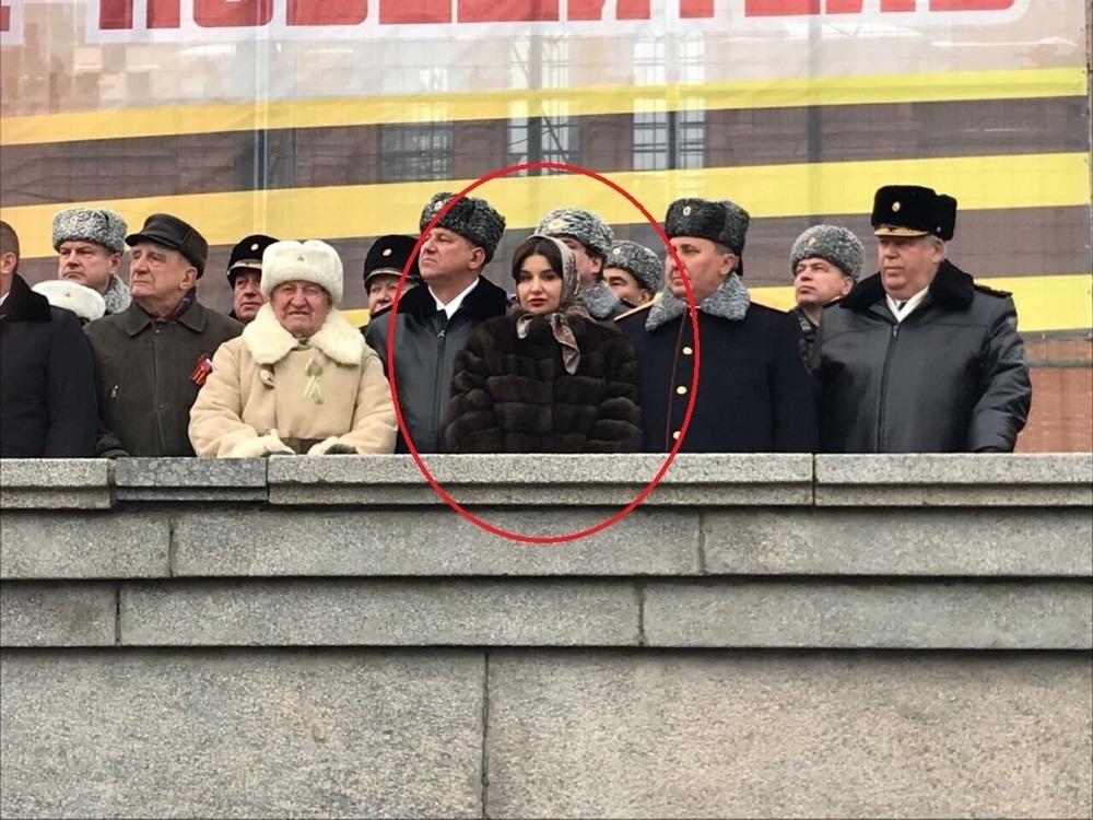 Жена губернатора Бочарова блеснула соболиными мехами перед ветеранами 2 февраля в Волгограде