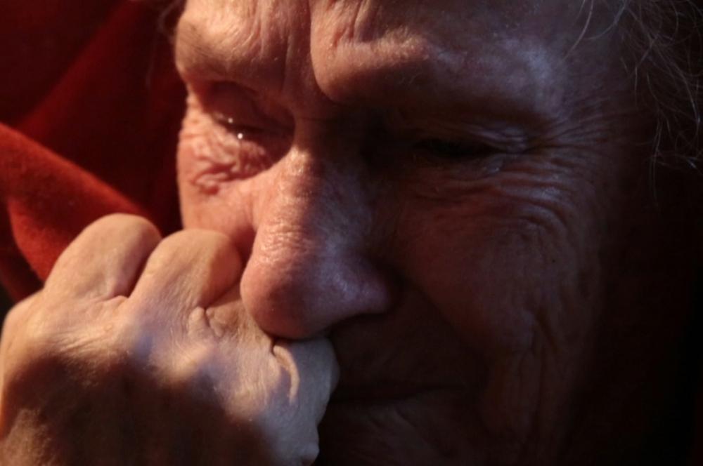 90-летняя ветеран просит помощи волгоградцев: жить в сарае без отопления, туалета и душа нет больше сил