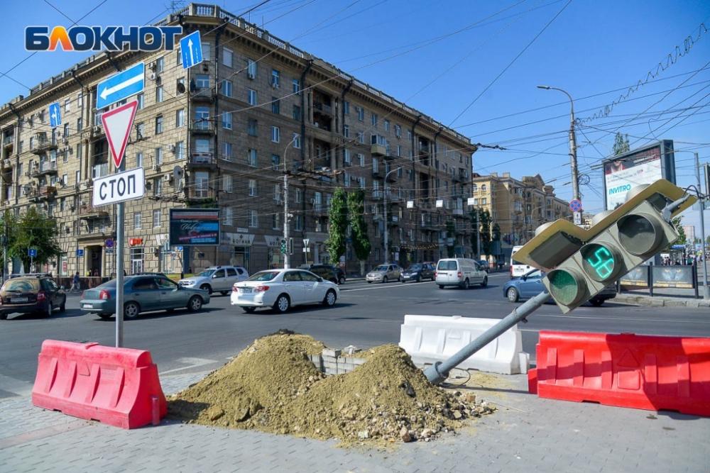 Подвесные светофоры установят на проблемном перекрестке на Комсомольской в Волгограде