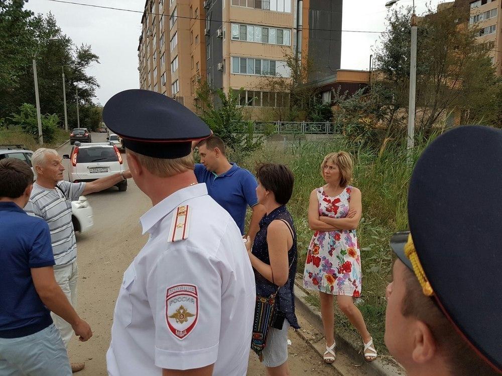 Жители Волгограда пресекли сквозной проезд во дворе 3-дневным протестом
