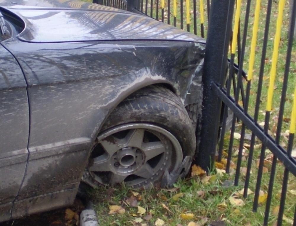 Под Волгоградом водитель на «десятке» протаранил забор и погиб