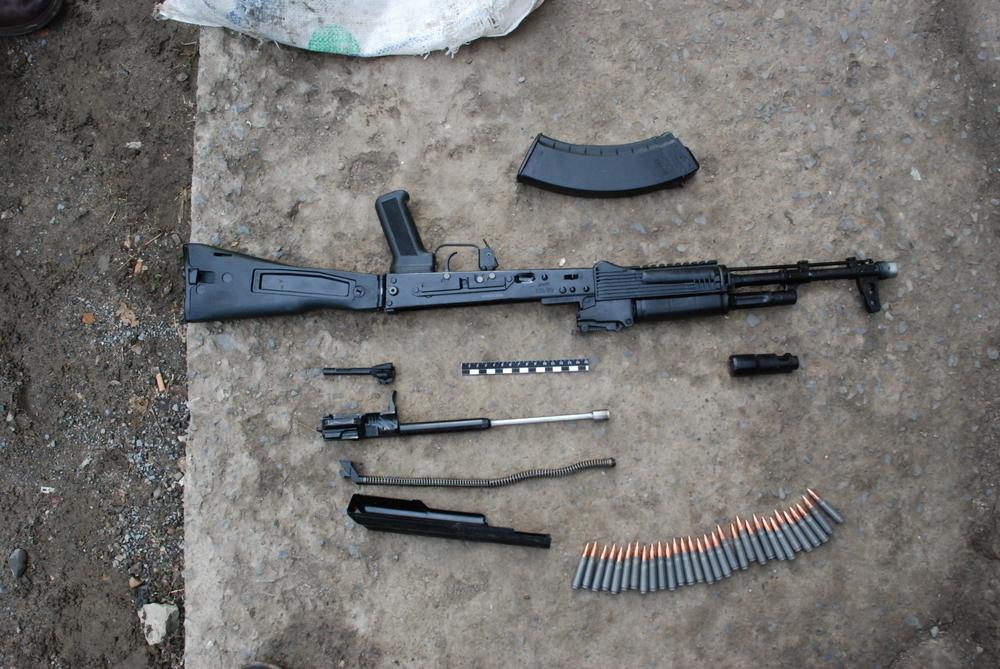 Волжанин в гараже купил автомат и боеприпасы