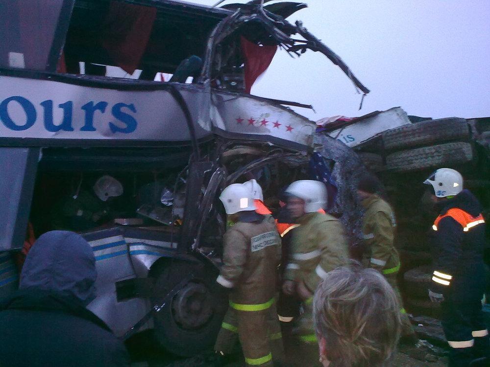 Фоторепортаж: 14 раненых в лобовом столкновении автобуса с грузовиком под Волгоградом