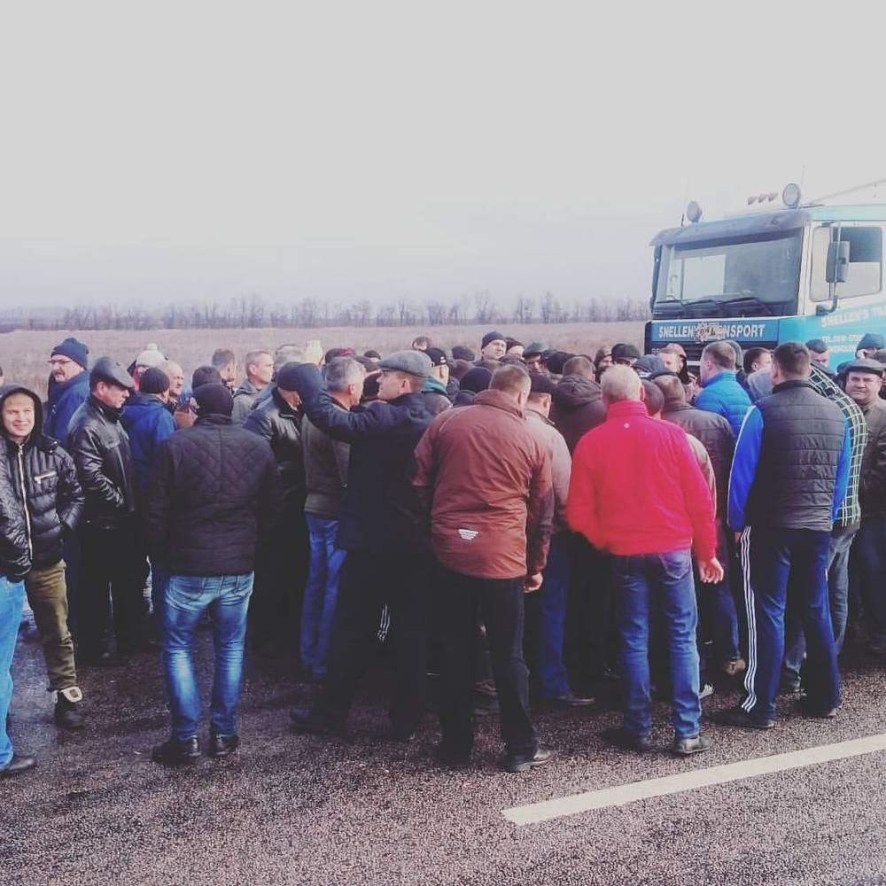 Волгоградские дальнобойщики массово не вышли на маршрут