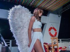 Катя Краснова собралась в рай, вооружившись меховыми крыльями