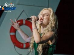 Для выступления на идущем по Волге корабле Ангелина Илюшкина выбрала песню из «Титаника»