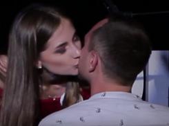 Яна Шошина попыталась на одном из членов жюри доказать, что умеет целоваться