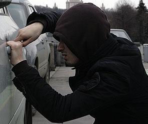 В Волгограде 9-классник угнал автомобиль у соседа