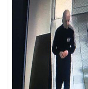 В Волгограде ищут мужчину, который ограбил ремонтную мастерскую