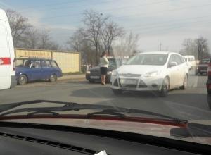 Kia сбила двух пешеходов на севере Волгограда: пострадавшие в реанимации