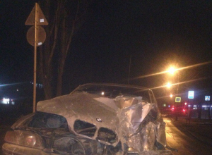Волгоградец угнал BMW своей 26-летней тети и влетел на ней в забор дома