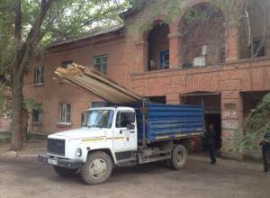 40 человек остались без жилья после обрушения чердака общежития на юге Волгограда