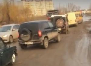 Маршрутчики отказываются ездить по «убитому» проезду Дорожников