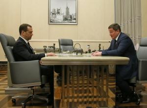 Дороги и юбилей Сталинградской победы стали темой обсуждения Андрея Бочарова и Дмитрия Медведева