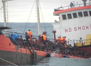 Четверо волгоградцев пойдут под суд за попытку слить с танкера 37 тонн топлива