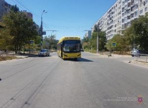 78-летний волгоградец получил травмы в салоне резко затормозившего автобуса