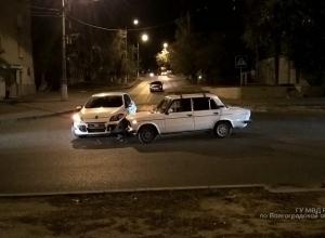 10-месячная малышка пострадала в столкновении Renault и ВАЗ в центре Волгограда
